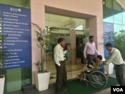 Private hospitals in India offer state-of-the-art facilities but only people in upper income groups can afford them. (A. Pasricha/VOA)