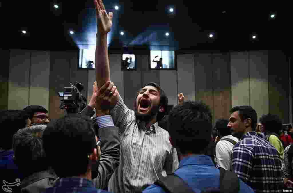 اعتراض یک دانشجو در نشست انتخاباتی مصطفی میرسلیم عکس: مقداد مددی