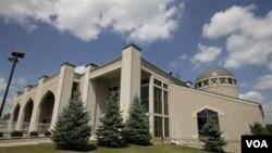 Salah satu masjid di Amerika. Jumlah masjid di AS bertambah secara dramatis sejak insiden 11 September 2001.