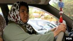 سارا، تنها زن رانندۀ تکسی در مزار شریف