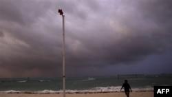 Bão Irene ập vào Bahamas với sức gió lên tới 185 km/giờ