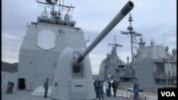 美國海軍提康得羅加級導彈巡洋艦希洛號在日本橫須賀美國海軍基地向媒體開放。(視頻截圖)