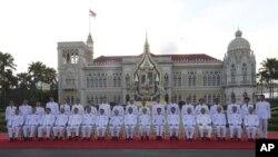 Thủ tướng Prayuth Chan-ocha (thứ 9, hàng đầu, từ trái sang) và nội các của ông chụp ảnh sau buổi tuyên thệ ngày 16/7/2019.