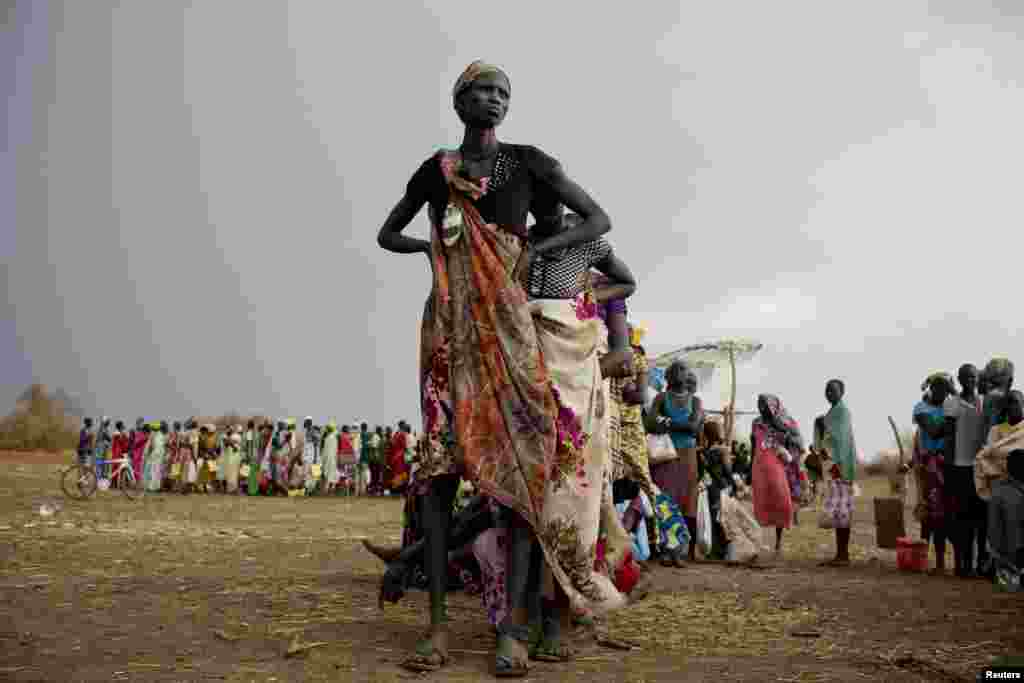 جنوبی سوڈان میں حکومت اور باغیوں کے درمیان جاری لڑائی کی وجہ سے پانچ لاکھ افراد بے گھر ہو چکے ہیں۔