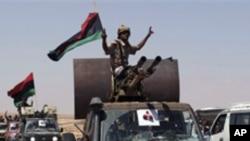 8일 바니 왈리드로 진입하는 리비아 시민군