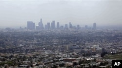 Smog from smokestacks, diesel engines, automobiles, and other sources of pollution, Los Angeles, April 2009 (file photo).