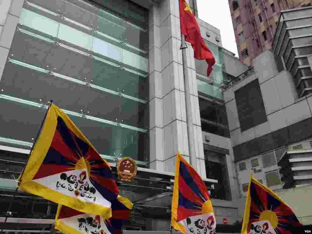 抗議人士要求北京當局正視西藏歷史,讓雪山獅子旗回到西藏