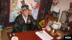 Tae-Eul is a shaman priest who advises clients on selecting a more virtuous name. (Jason Strother/VOA)