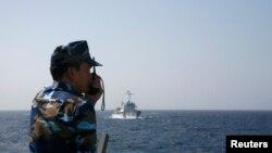 越南海岸警卫队官员在通话(2014年5月15日)