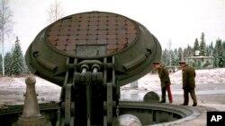 روس کا بین البراعظمی بیلسٹک میزائل، ٹوپول۔ایم (فائل)