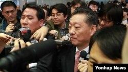 지난달 29일 북한의 송일호 북-일 국교정상화교섭 담당대사가 북-일 회담 참석 차 중국 베이징 서우두공항에 도착했다.