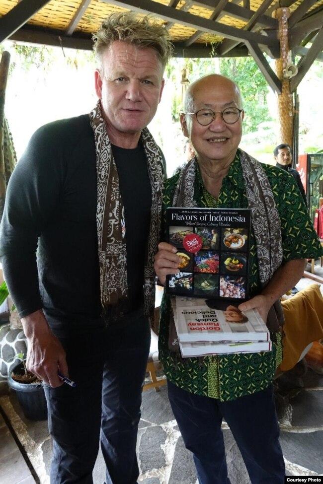 William Wongso bersama Gordon Ramsay (foto: courtesy).