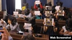 Gürcüstan parlamentində aksiya (photo by: netqazeti)
