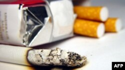 Cảnh báo trên gói thuốc cho người hút biết là thói quen của họ có thể gây ra bệnh tật
