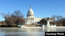 نمایی از ساختمان کنگره آمریکا در شهر واشنگتن پایتخت ایالات متحده