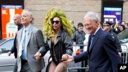 Lady Gaga durante su presentación en el programa más reciente con David Letterman en Nueva York.