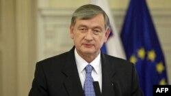 Slovenački predsednik Danilo Turk raspustio je parlament u Ljubljani i sazvao vanredne izbore za 4. decembar.