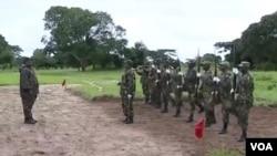 Filipe Nyusi visita tropas em Cabo Delgado