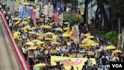 大會估計有3,500人參與「全民否決政改」遊行 (美國之音特約記者湯惠芸 拍攝)