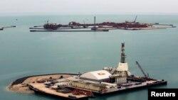 تاسیسات نفتی در دریای خزر، قزاقستان، ٧ آوریل ٢۰۱۳
