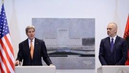 Kerry në Tiranë: Mbështetje reformave