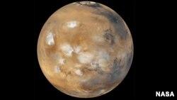 Sao Hỏa, hành tinh thứ tư tính từ Mặt Trời.