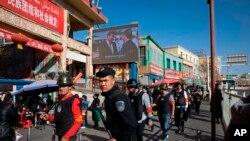 Cảnh sát Tân Cương, Trung Quốc.
