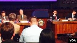 """美國對外政策理事會在美國國會召開名為""""習近平掌權下:中國的改革與區域的回應""""研討會(美國之音李逸華拍攝)"""