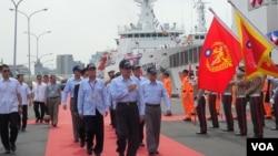 台湾总统马英九6月6日检阅台湾海巡力量(美国之音赵婉成拍摄)