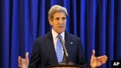 Ông Kerry phát biểu trong một cuộc họp báo tại sân bay quốc tế Queen Alia, 19/7/2013. (AP Photo/Mandel Ngan, Pool)