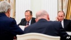 Kerry ha llevado las quejas sobre acoso a diplomáticos tanto al presidente Vladimir Putin como a su ministro de Exteriores, Sergey Lavrov.