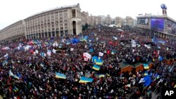 Demonstrators gather during a rally in downtown Kyiv, Ukraine, Dec. 1, 2013.