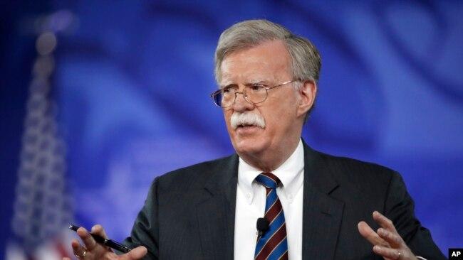 Cựu đại sứ Mỹ tại Liên Hiệp Quốc John Bolton là người ủng hộ mạnh mẽ cuộc xâm lược Iraq vào năm 2003. Ông cũng kêu gọi ném bom Iran và thay đổi chính quyền ở Triều Tiên.