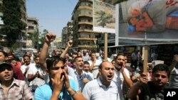 黎巴嫩和叙利亚的反阿萨德示威者在黎巴嫩游行