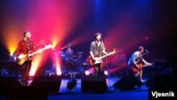 "Kelompok beraliran rock alternative ""Travis"" tampil di Lincoln Theatre, Washington DC, 20 September 2013 (VOA/Tony Hotland)"