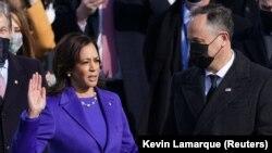Kamala Harris polaže zakletvu kao potpredsjednica SAD