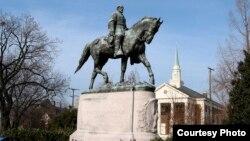 Памятник генералу Роберту Ли в Шарлоттсвилле. Courtesy photo