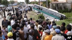 FILE - In this 2009 photo, crowds of people watch after a bus collided with a motorcycle on the outskirts of Phnom Penh, Cambodia. Traffic accidents are the leading cause of death in Cambodia, a road safety expert told the Hello VOA call-in program on June 29, 2016.