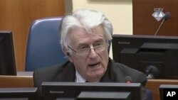 رادوان کارادزیچ رهبر پیشین صربهای بوسنی در دادگاه جنایات جنگی لاهه - ۹ مهر ۱۳۹۳