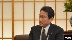 Bộ trưởng Ngoại giao Nhật Bản Fumio Kishida trong cuộc phỏng vấn với đài VOA, ngày 27/2/2013.