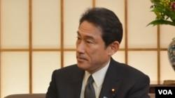 日本外交大臣岸田文雄2月27日在東京接受了美國之音記者的專訪