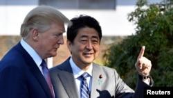 صدر ٹرمپ اور جاپانی وزیر اعظم شنزو آبے (فائل)