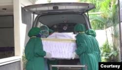 Proses pemakaman menerapkan prosedur yang ketat. (Foto: Humas RS Sardjito)