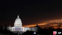 نمایی از ساختمان کنگره آمریکا در واشنگتن پایتخت ایالات متحده