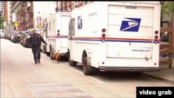 美國紐約警方帶同警犬搜索可疑郵包