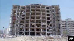 Foto Khobar Towers di Dhahran, Saudi Arabia yang hancur akibat serangan bom, 30 Juni 1996. (Foto: dok).
