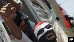 埃及軍隊阻擋抗議者遊行