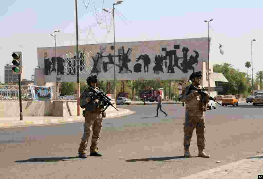 Iroq armiyasi askarlari Bag'doddagi Tahrir maydonini qo'riqlamoqda, 16-iyun, 2014-yil.