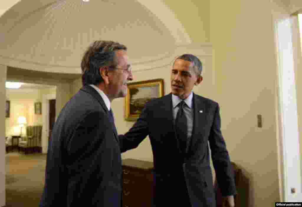 Ο Πρόεδρος των ΗΠΑ Μπαράκ Ομπάμα υποδέχεται στον Λευκό Οίκο τον Πρωθυπουργό της Ελλάδας Αντώνη Σαμαρά.