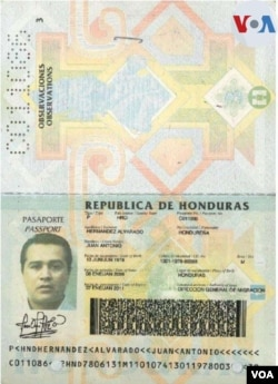 Pasaporte de Tony Hernández. VOA.